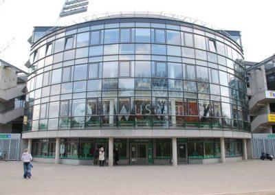 Der Werder-Turm mit Werder-Geschäftsstelle und WUSEUM